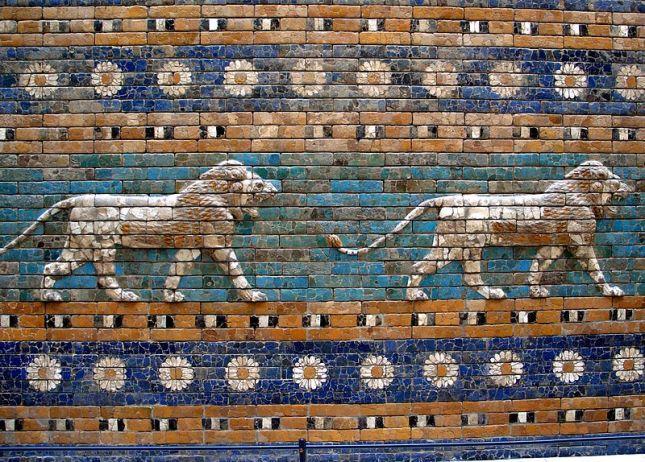 800px-BerlC3ADn_-_Pergamon_-_Porta_d27Ishtar_-_Lleons